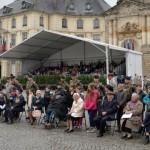8 mai, Rennes, une jeune fille rend hommage au courage